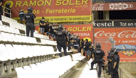 30 seguidors del Sant Andreu van entrar per la força al Camp d'Esports