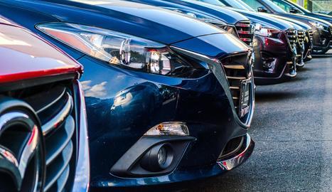 La multa de 800 euros que la DGT pot posar a un cotxe encara que estigui aparcat