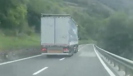 Un fragment del vídeo al conductor temerari.