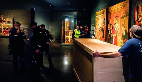 Trasllat d'art de Sixena, el desembre del 2017, dins del Museu de Lleida amb Guàrdia Civil inclosa.