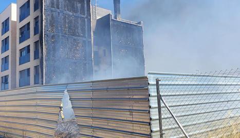Estabilitzat un incendi en un edifici de cinc pisos al barri de Magraners