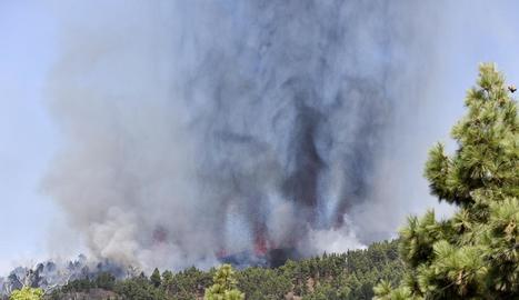Eurupció en La Palma: Una colada de lava comença a afectar els habitatges més propers al volcà
