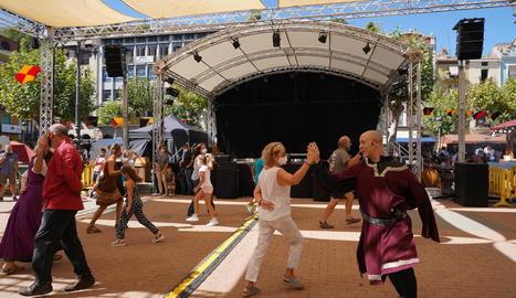 El ball medieval de la Galop d'ahir al matí va ser un dels plats forts de la Fira Harpia, que s'ha celebrat des de divendres.