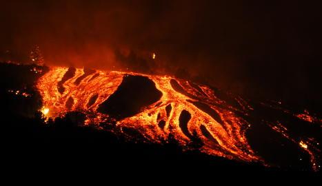El volcà de La Palma continua en erupció amb fins vuit boques expulsant lava
