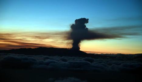 Vista general Vista general des del cel de la fumera expulsada pel volcà de l'illa canària de La Palma.des del cel de la fumera expulsada pel volcà de l'illa canària de La Palma.