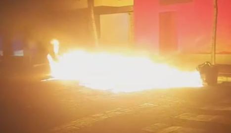 Contenidors en flames al carrer Mequinensa de Lleida