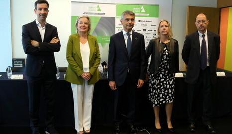El president de la Trobada Empresarial al Pirineu, Vicenç Voltes, amb altres membres de l'entitat, el 23 de setembre a la Llotja de Lleida.