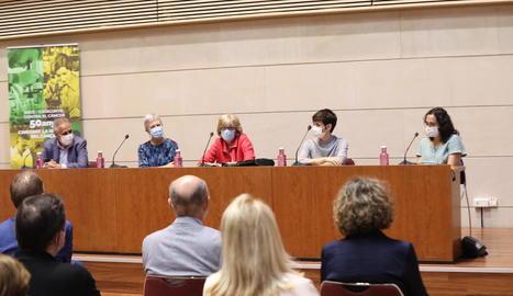 Participants en l'acte d'inauguració de la mostra a la Universitat de Lleida.