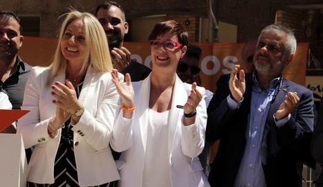 El portaveu de Ciutadans al Parlament, Carlos Carrizosa, la candidata a Lleida, Ángeles Ribes, i la número 2, Maria Burrel en l'acte de presentació de Ciutadans a Lleida el 12 de maig del 2019.