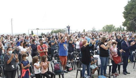 Un grup de joves ahir a la tarda a les Firetes.