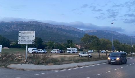 La zona d'autocaravanes a l'entrada d'Àger.