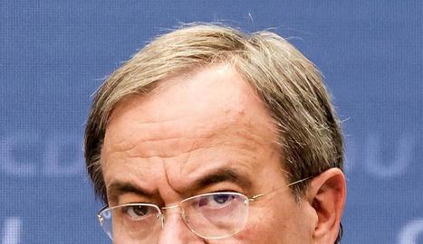 Olaf Scholz, aspirant del SPD.       Armin Laschet, de la CDU.