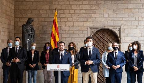 El president, Pere Aragonès, acompanyat del vicepresident, Jordi Puigneró, i els consellers del Govern.