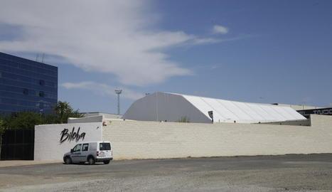 Imatge de l'exterior de la discoteca Biloba.