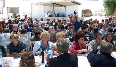 Imatge d'arxiu de la inauguració de reforma de l'ermita de Santa Fe de Tudela, l'any 2005.