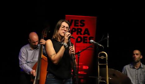 Actuació d'Emlan a la plaça de la Sardana, a la Seu Vella.