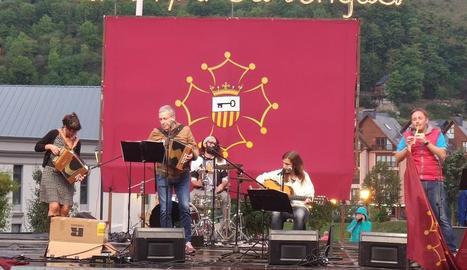 Boya va tocar l'acordió a la celebració de la Corsa per sa Lengua.