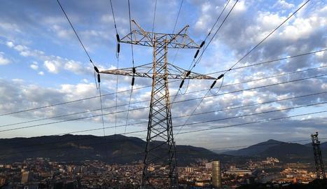 La llum assolirà avui un pic màxim de 319,03 euros/MWh.