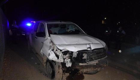 Estat en què va quedar el vehicle que conduïa l'investigat després d'envestir la parella de motoristes.