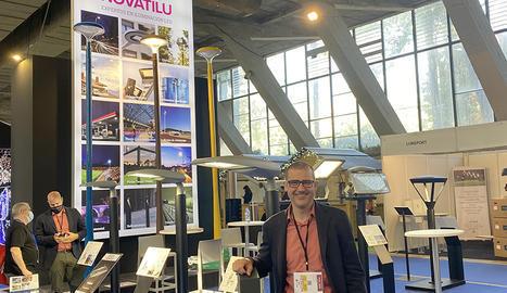 BENITO NOVATILU. Grup líder en el disseny I fabricació d'enllumenat LED, mobiliari urbà, parcs infantils, equipament esportius, tapes i reixes.