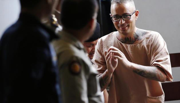 Artur Segarra, arribant ahir rialler a l'audiència del Tribunal Penal de Bangkok perquè se li llegís la sentència.