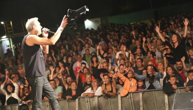 Lleno en Torregrossa en el concierto de Hotel Cochambre.