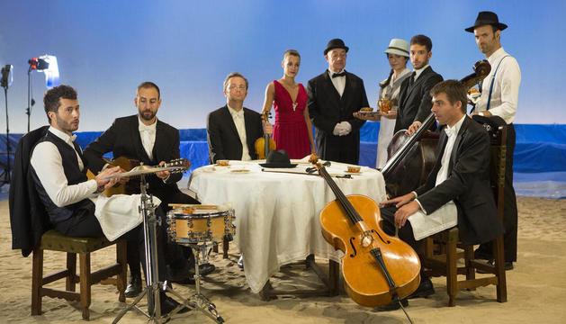 Blaumut va convertir l'escenari del Teatre de la Passió de Cervera en una platja per al nou videoclip.