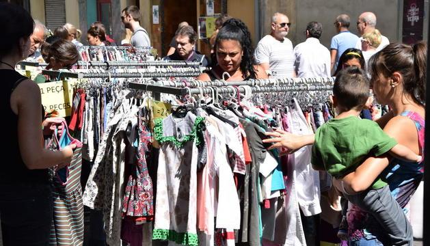 El buen tiempo animó las compras en la capital del Alt Urgell.