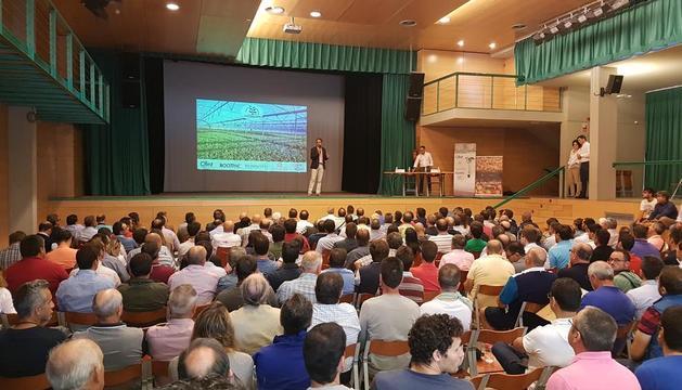 Un moment de la jornada celebrada ahir a la Granja d'Escarp amb cinc-centes persones.
