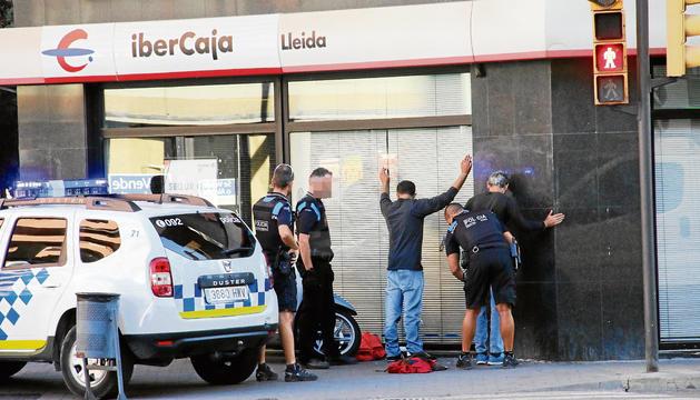 El momento de la detención, en la avenida de las Garrigues