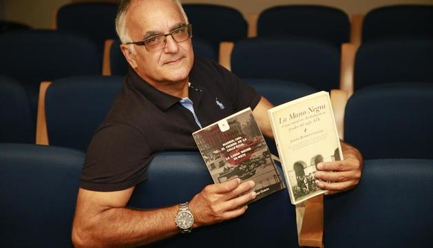 El leridano Eladi Romero, con sus dos últimos títulos publicados.
