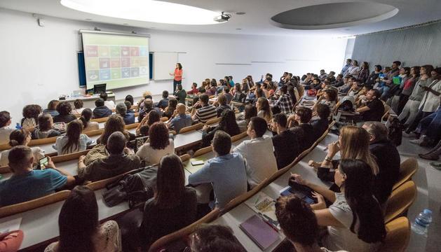 La consultora Arantxa Ruiz va fer una conferència sobre talent.
