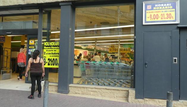 Los supermercados cerrarán a partir del lunes a las 21.00 horas en aplicación de la nueva ley.
