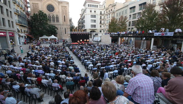 La plaça Sant Joan va acollir la cantada d'havaneres.