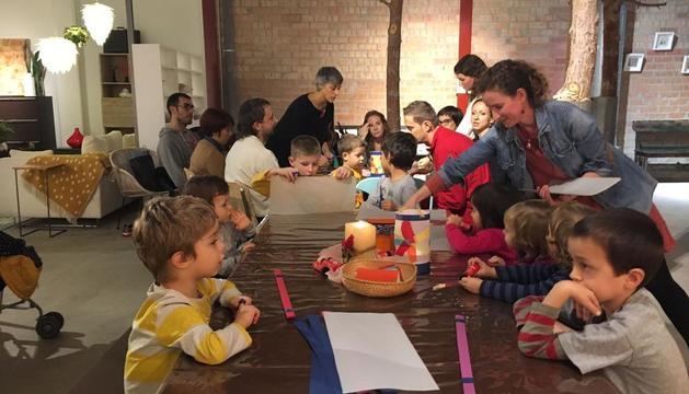 La entidad L'Olivera ya hace más de un año que organiza talleres y actividades de pedagogía Waldorf.