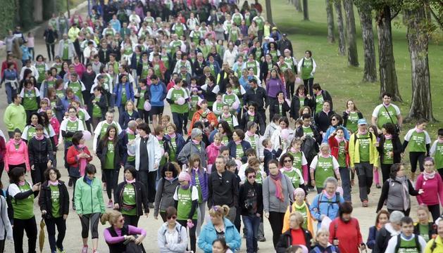 Imagen de la última caminata organizada por la AECC Catalunya Contra el Cáncer el año pasado contra los tumores de mama.