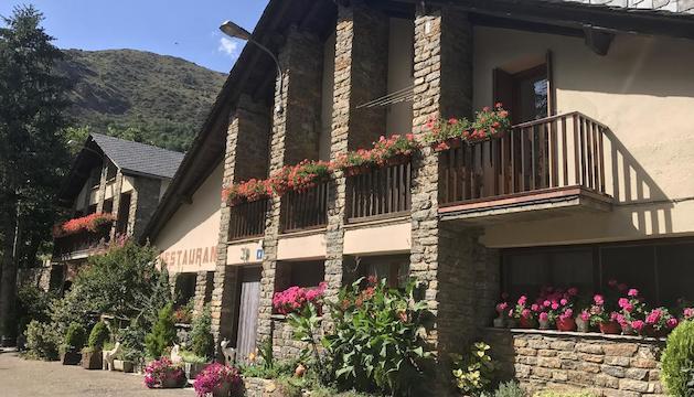 flors. La presència de flors és una de les constants en aquest vilatge a Seurí o Saurí, més gran que Bernui.