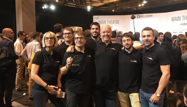 Miembros del equipo de Reskyt, tras serles concedido el premio en la feria madrileña.