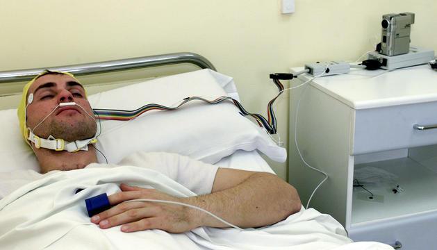 Un pacient en una unitat del son.