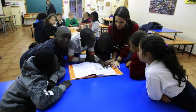 Un grup de nens, en una de les classes de reforç, dijous passat, al Centre Obert Pare Palau.