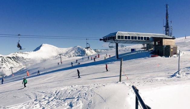 Baqueira estrena la temporada de esquí en Lleida con 30 kilómetros de pistas y hasta medio metro de nieve