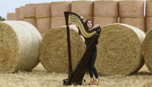 """Berta Puigdemasa: """"Tocant l'arpa, els dits s'endureixen com els dels escaladors. Cal estar en forma"""""""