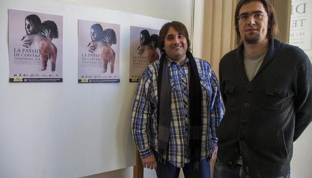 Xavier Cañabate, president del Patronat de la Passió, i Xavier Miret, autor del cartell de l'obra el 2018.