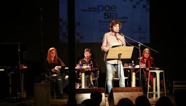El Cafè del Teatre acogió anoche el recital de poesía 'That's amore!', con diversos poetas leridanos.