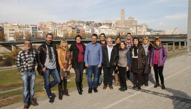 Xavier Domènech posa amb els membres de la llista per Lleida de Catalunya en Comú Podem.