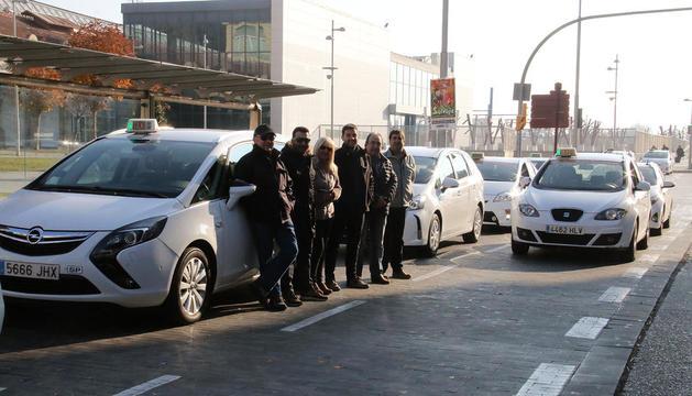 Taxistes ahir durant l'aturada entre les deu i les onze del matí.