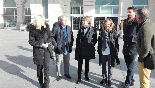 La ministra de Agricultura anuncia en Lleida rebajas en los impuestos a los payeses para paliar la crisis de la fruta de hueso