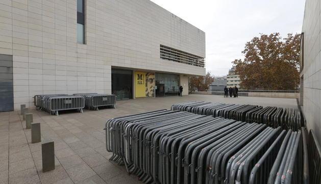 Tanques al Museu de Lleida per si demà s'emporten les obres de Sixena