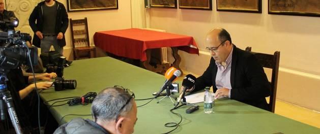 La roda de premsa de l'alcalde de Cervera, Ramon Royes.