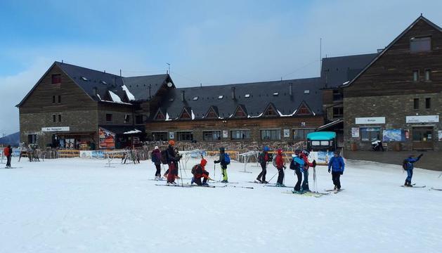 Imatge d'esquiadors ahir al matí a Port Ainé.